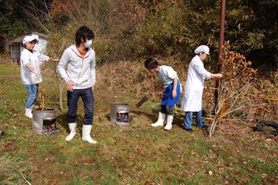 炊き出し訓練と消防総合訓練を行いました。_a0154110_15263849.jpg