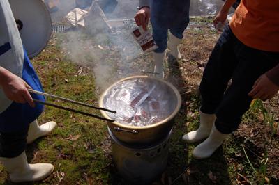 炊き出し訓練と消防総合訓練を行いました。_a0154110_153124100.jpg