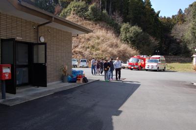 炊き出し訓練と消防総合訓練を行いました。_a0154110_1544234.jpg