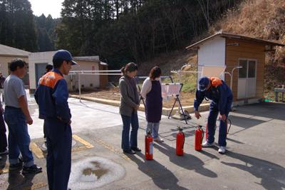 炊き出し訓練と消防総合訓練を行いました。_a0154110_1547345.jpg