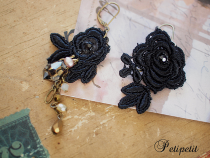 ■ブラック薔薇モチーフレース&クリスタルピアス■商品NO、39_c0224659_14342096.jpg