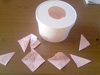 三角クジと紙人形 どんとやれ女なら