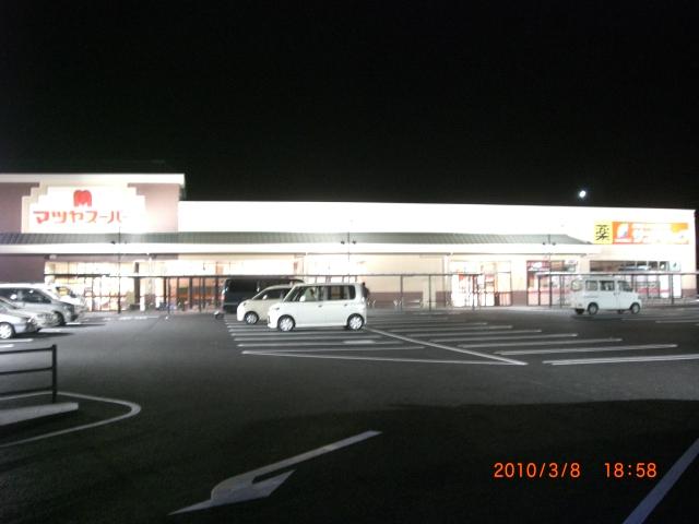 もうすぐ開店、夜のマツヤスーパー_e0150006_1901858.jpg