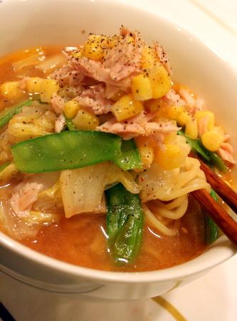 野菜たっぷり☆ ツナコーン味噌ラーメン_f0141419_5515550.jpg