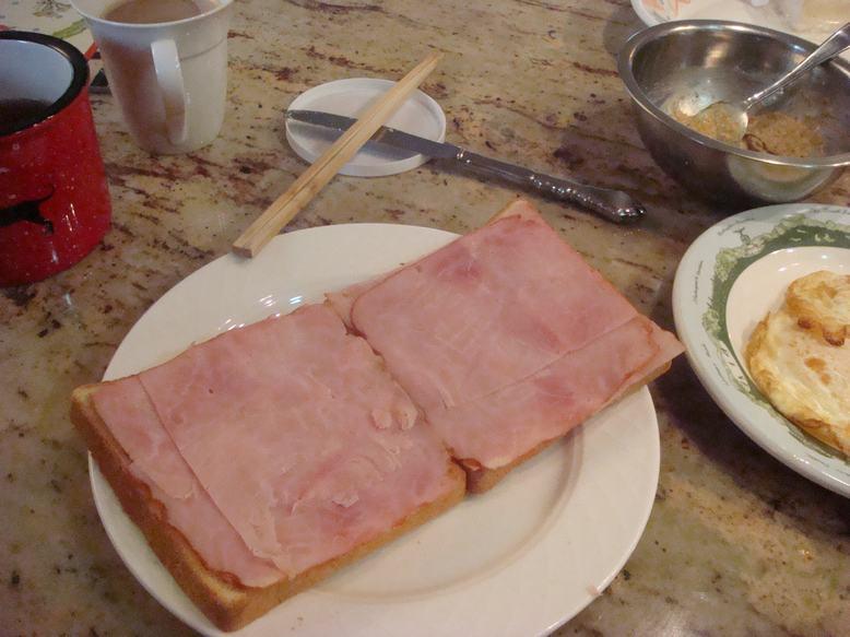 今朝はオープントースト、チーズがとろり、_d0100880_113448100.jpg