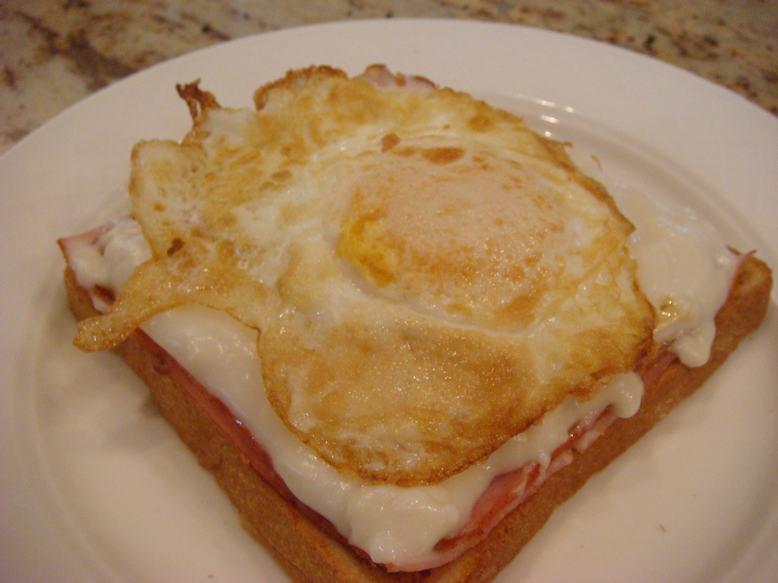 今朝はオープントースト、チーズがとろり、_d0100880_11352860.jpg