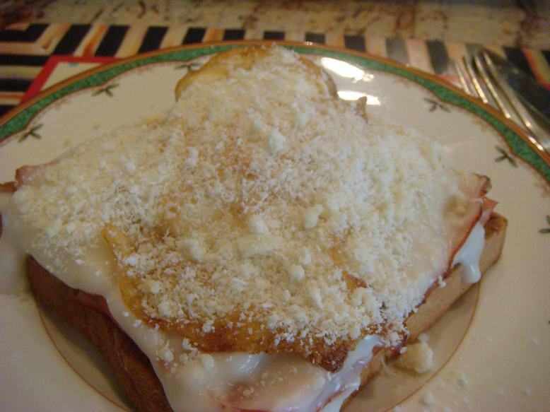 今朝はオープントースト、チーズがとろり、_d0100880_11361915.jpg