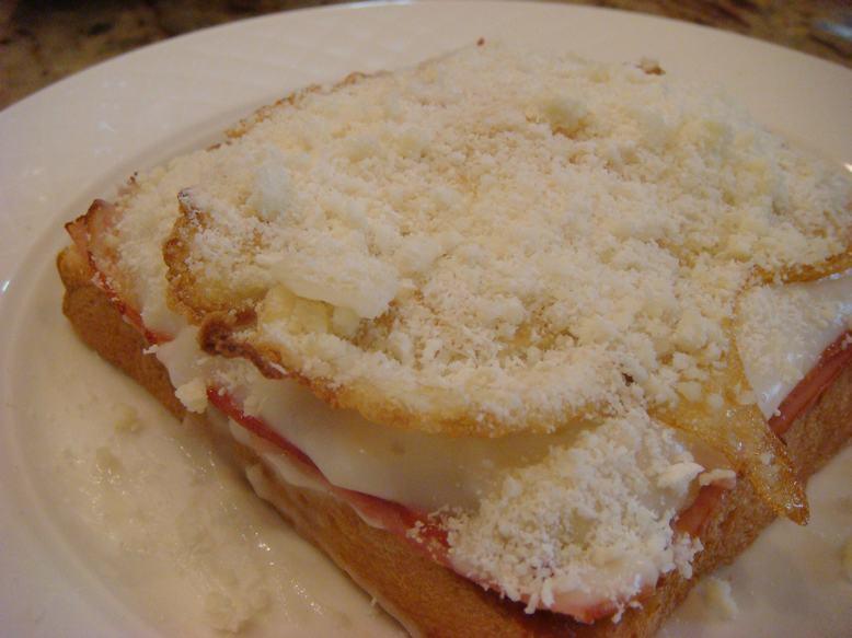 今朝はオープントースト、チーズがとろり、_d0100880_1136517.jpg