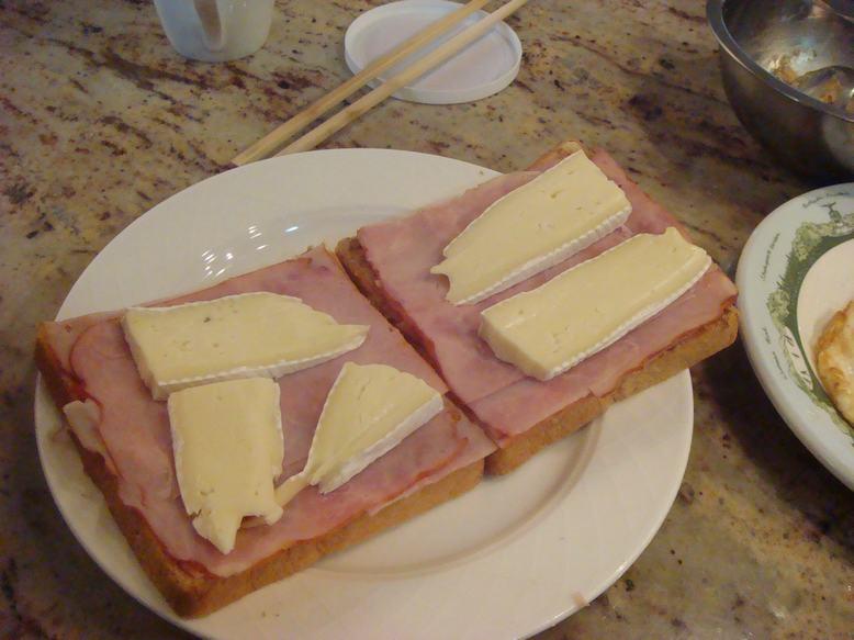 今朝はオープントースト、チーズがとろり、_d0100880_12211570.jpg