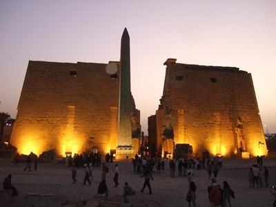ルクソール神殿第1塔門
