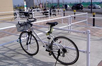 自転車の 自転車 前かご 取り付け方 : クロスバイクの弱点 : 空まかせ ...