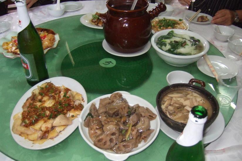 中国旅行....その7...ニワトリの姿造り&子豚の丸焼き・帰国_b0137932_12402869.jpg