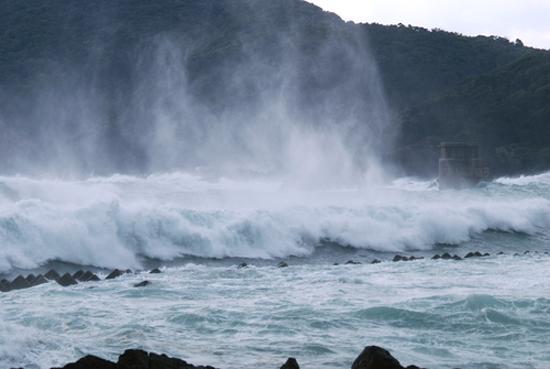 台風並み!!_b0186442_21191850.jpg