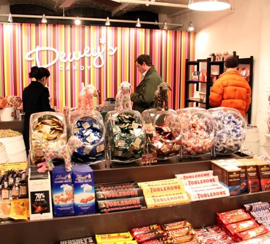 DUMBOにできた可愛いキャンディー屋さん、DEWEY\'S CANDY_b0007805_22341932.jpg