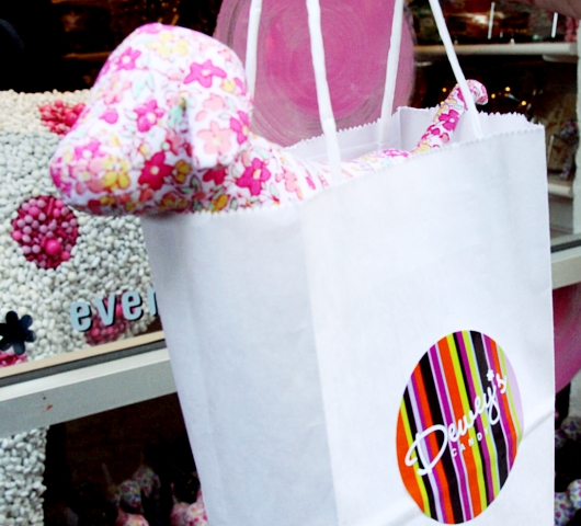 DUMBOにできた可愛いキャンディー屋さん、DEWEY\'S CANDY_b0007805_2235281.jpg