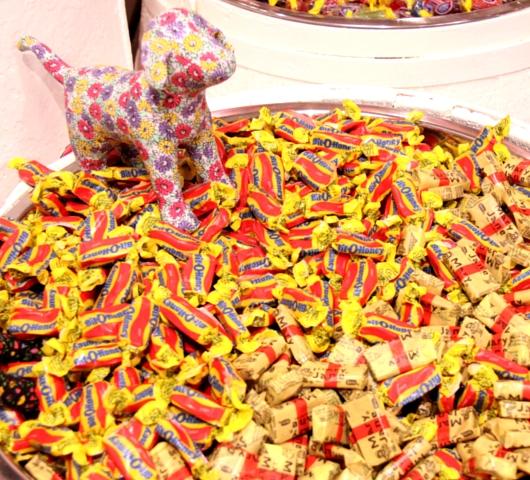 DUMBOにできた可愛いキャンディー屋さん、DEWEY\'S CANDY_b0007805_2248327.jpg