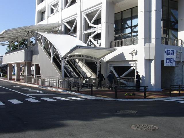 市役所の外部エスカレーターが完成!_f0141310_23241035.jpg