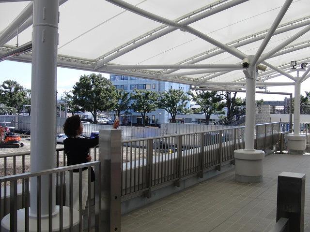市役所の外部エスカレーターが完成!_f0141310_23252355.jpg