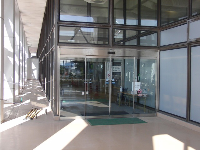 市役所の外部エスカレーターが完成!_f0141310_2327915.jpg