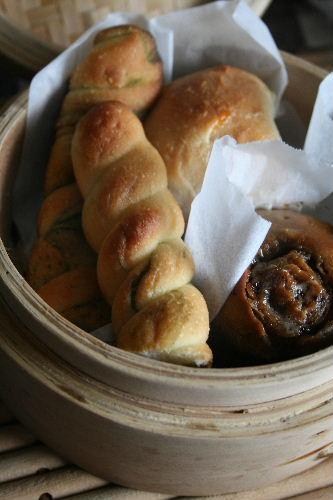 清見オレンジ酵母で、ココアシュガーの花形パンと抹茶シュガーのねじねじパン_f0082141_1824069.jpg