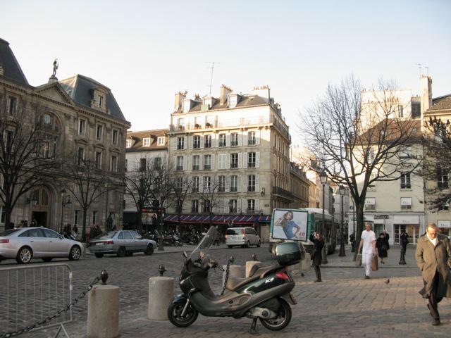 サンジェルマンデプレからルーヴルへ(Rue Bonaparte-パリ左岸〜右岸)_f0119071_0191575.jpg