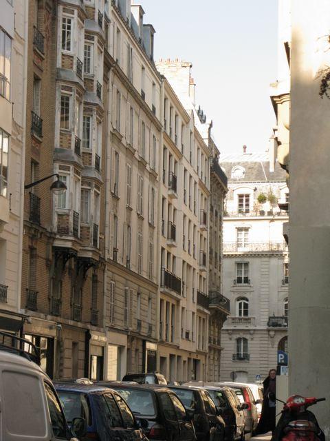 サンジェルマンデプレからルーヴルへ(Rue Bonaparte-パリ左岸〜右岸)_f0119071_1161285.jpg
