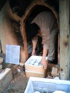 レポート☆彫る・釉をかける・登り窯に日を入れるワークショップ~窯だし~_a0146613_11593527.jpg