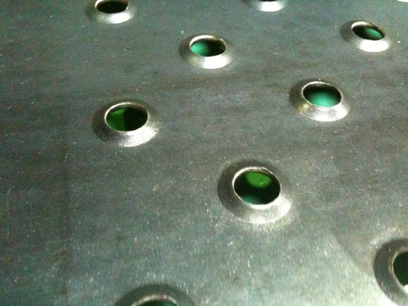 アンチスリップ鋼板の切断_d0085634_161179.jpg
