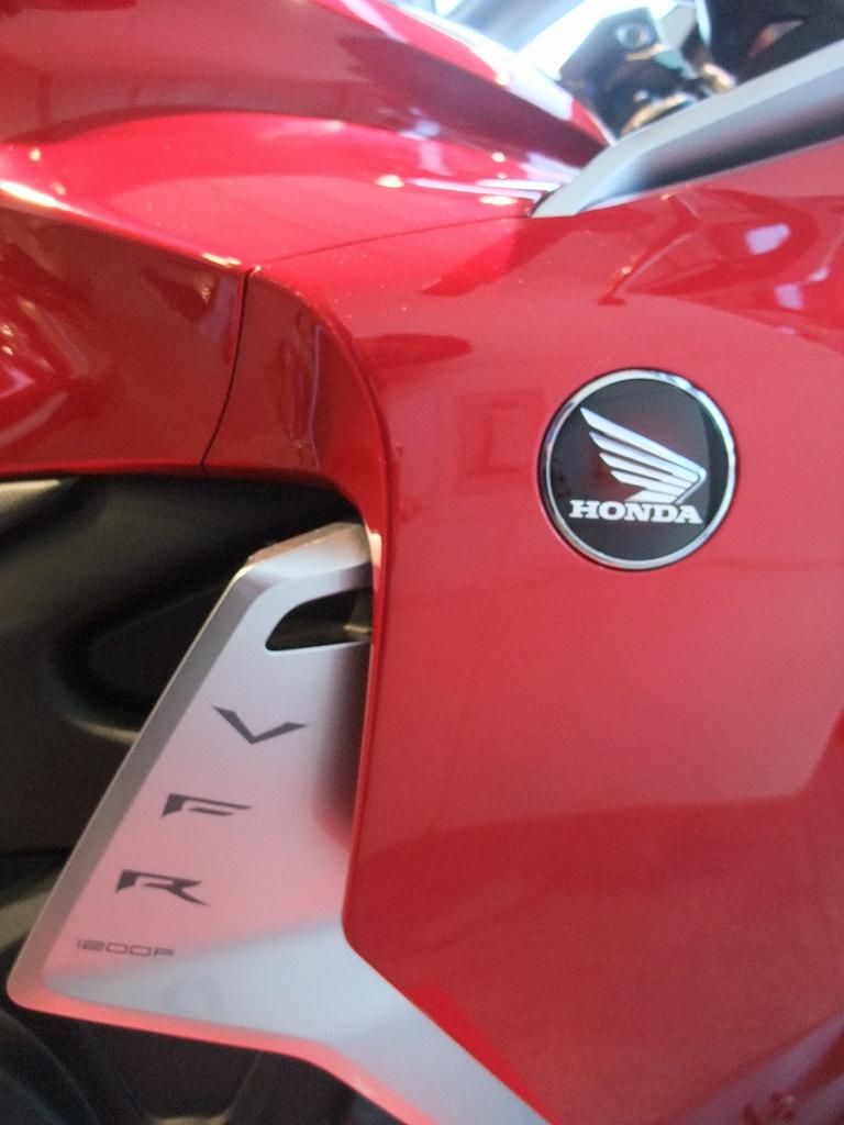 V4&直4 Hondaの本気_f0050534_8334117.jpg