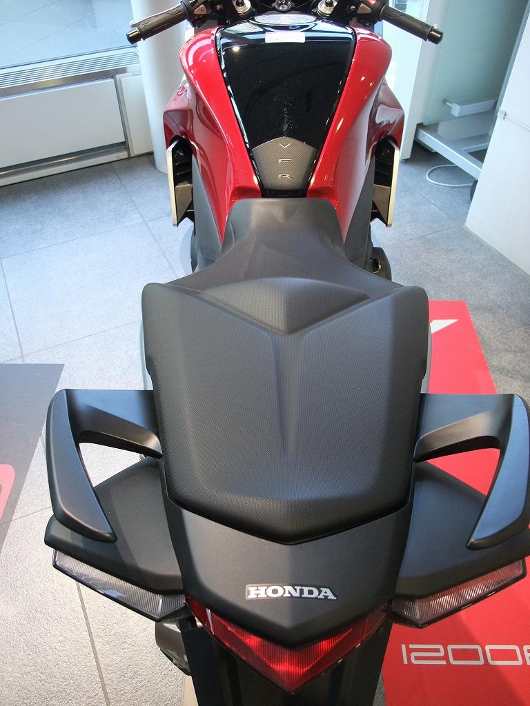 V4&直4 Hondaの本気_f0050534_8335582.jpg
