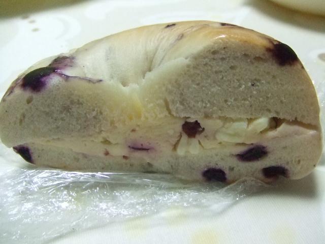 ジュノエスク ホワイトチョコクランベリークリームチーズサンド_f0076001_19441592.jpg