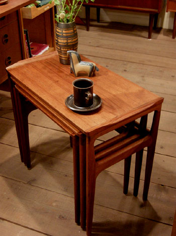 Nesting Table (DENMARK)_c0139773_1981696.jpg