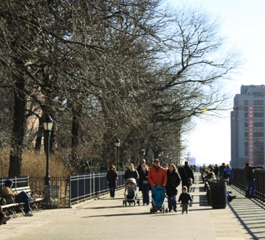 ブルックリン・ハイツ・プロムナードでリラックス Brooklyn Heights Promenade_b0007805_1282647.jpg