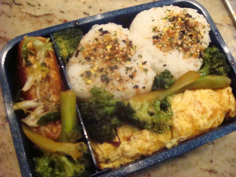 朝食が先か、弁当が先か、分かりました、_d0100880_1252251.jpg
