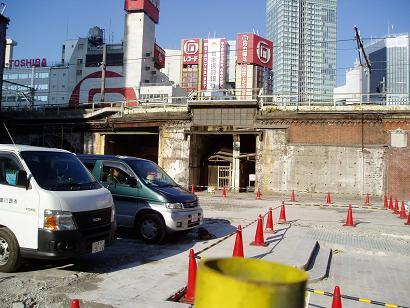 さよなら交通博物館 建物の解体状況(4)_f0030574_1555413.jpg