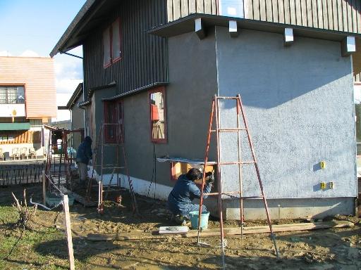 外壁の中塗り_f0117498_18503584.jpg