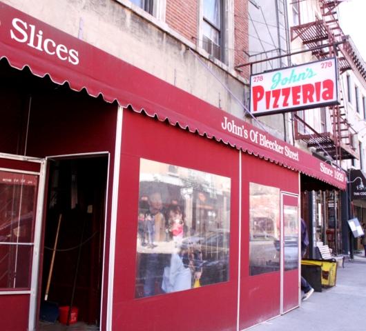 ブリーカー・ストリート沿いにある老舗のピザ屋さん、John\'s Pizzeria_b0007805_1373196.jpg