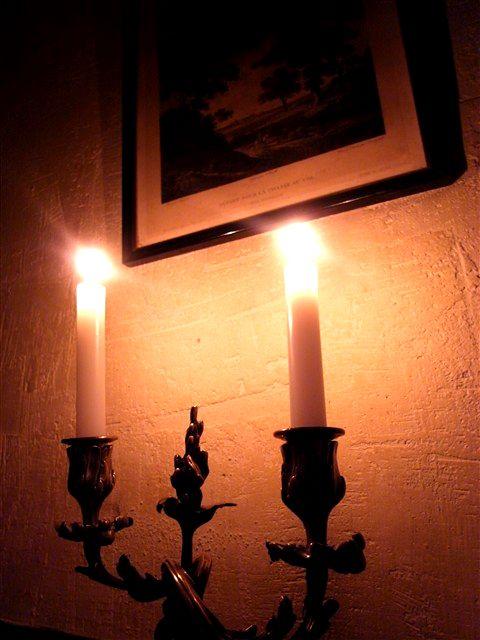 暗がりの灯火の中で。_c0116714_1332420.jpg