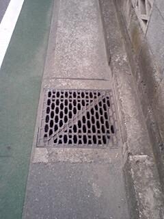 何の入口?_f0045052_17513827.jpg