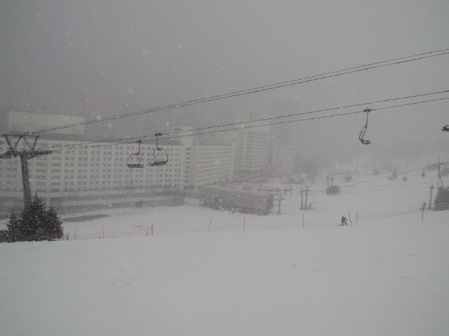 苗場☆いい雪降ってます_c0151965_1539377.jpg