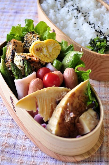 筍のレンジ煮と鮭の胡麻焼き弁当_b0171098_713388.jpg