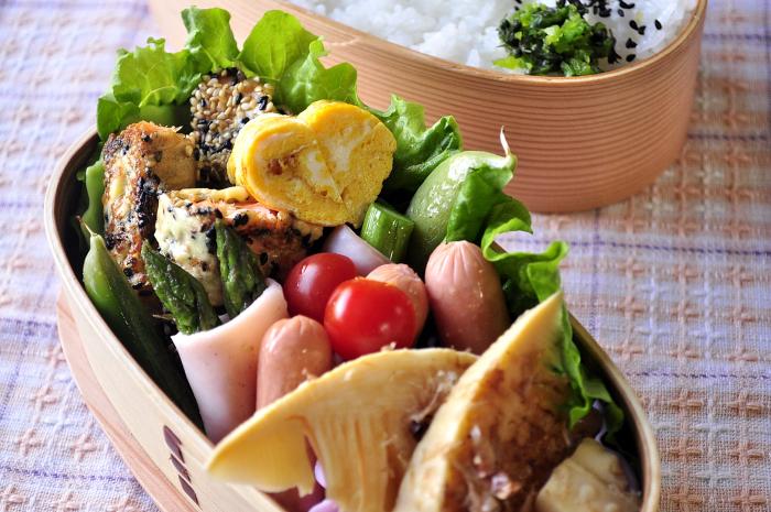 筍のレンジ煮と鮭の胡麻焼き弁当_b0171098_7202926.jpg