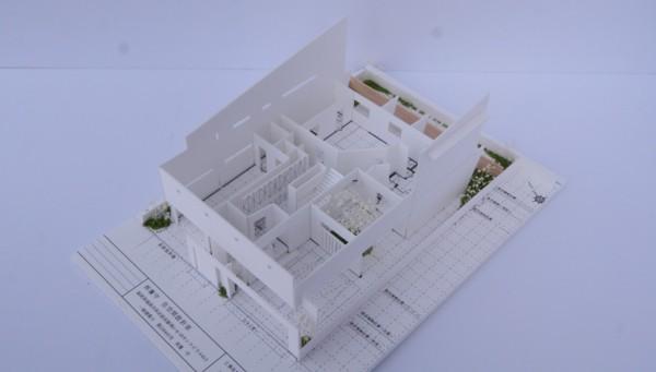 開放感あふれる暮らしを楽しむ★回遊する眺望リビングの家★の模型をホームページに記載しました_d0082356_16474854.jpg