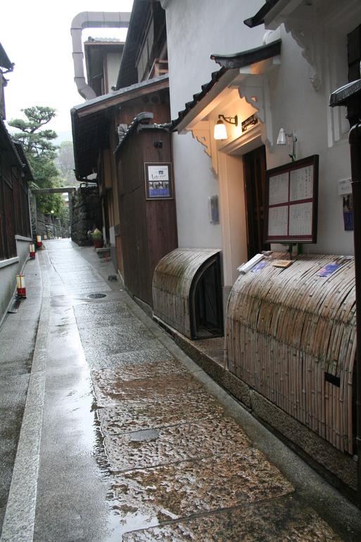石塀小路って素敵な路地  京都_c0100195_0175411.jpg