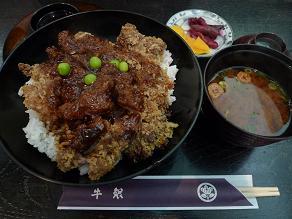 松阪の洋食屋牛銀にて悩んだ末、牛カツ丼の上_c0030645_2225359.jpg