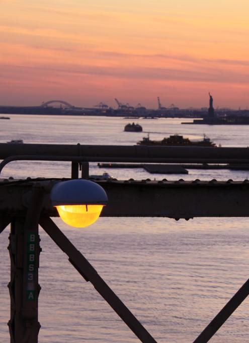 夕焼けの時間帯にブルックリン・ブリッジを渡ってみました_b0007805_12105857.jpg