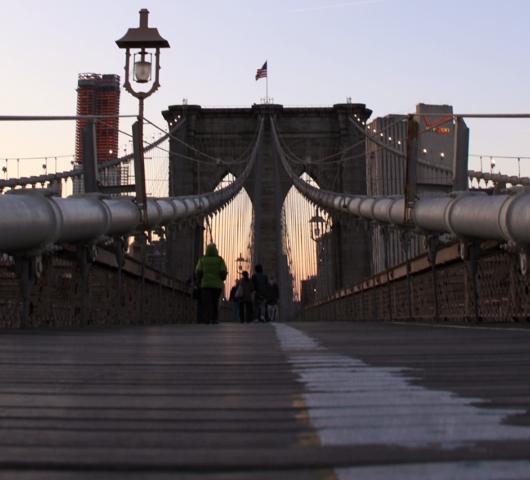 夕焼けの時間帯にブルックリン・ブリッジを渡ってみました_b0007805_129568.jpg