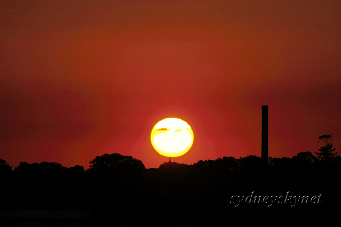 陽が沈む頃_f0084337_1263078.jpg