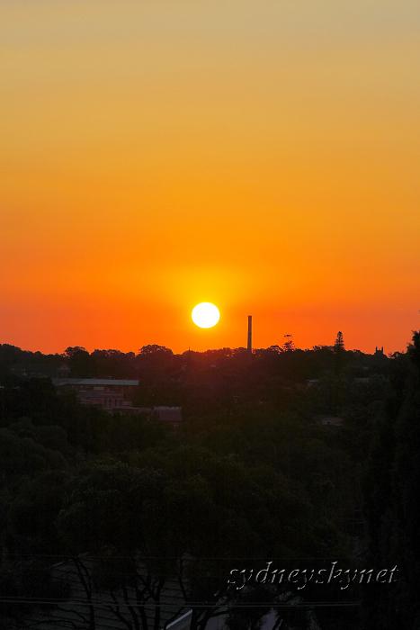 陽が沈む頃_f0084337_126346.jpg