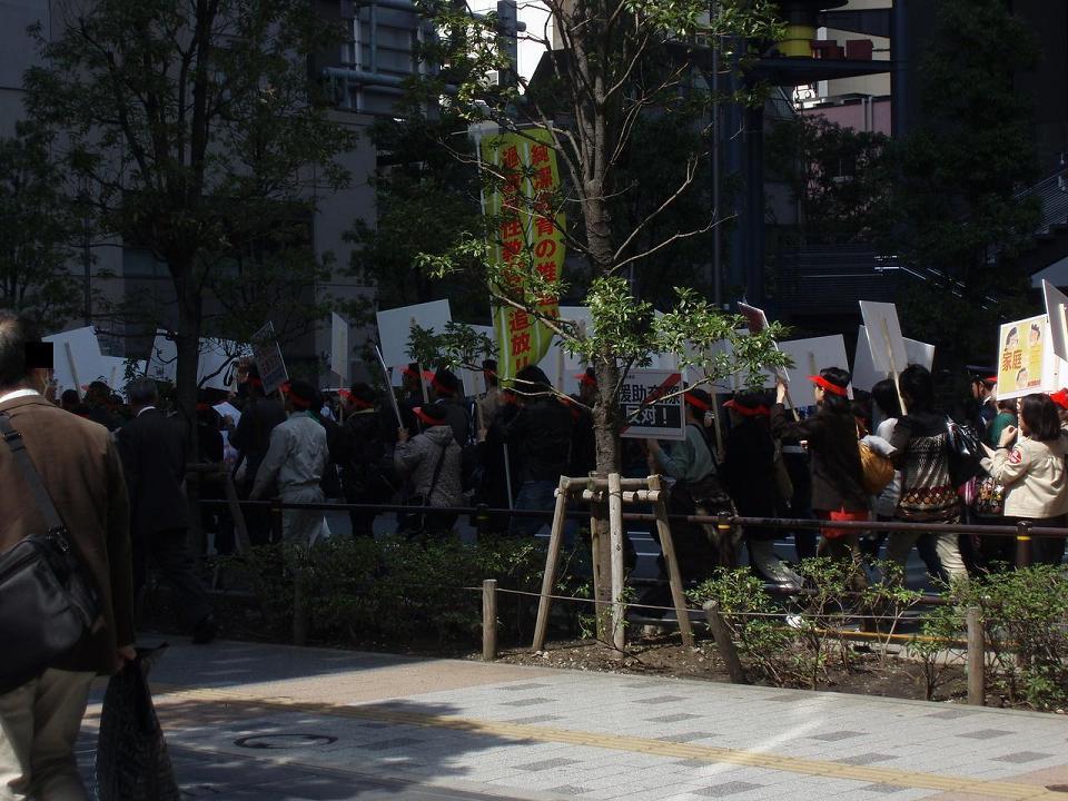 統一協会が秋葉原でデモ行進 「児童ポルノ規制強化」を訴える_f0030574_0384232.jpg